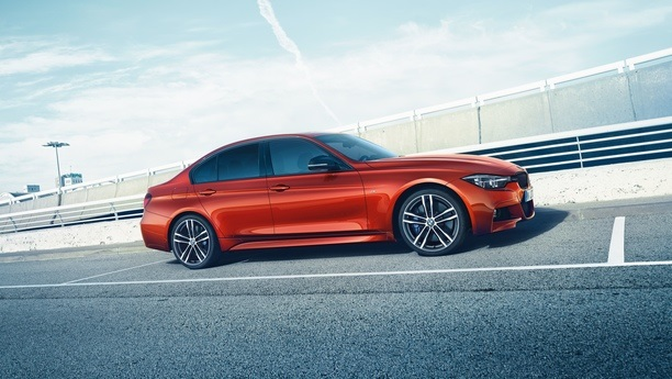 bmw 3series road autumn