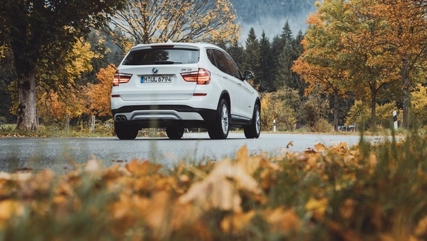 bmw x3 road autumn