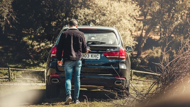 man bmw x5 autumn