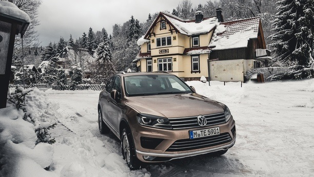 vw touareg snow winter