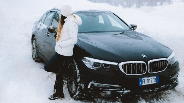 woman bmw serie6 winter