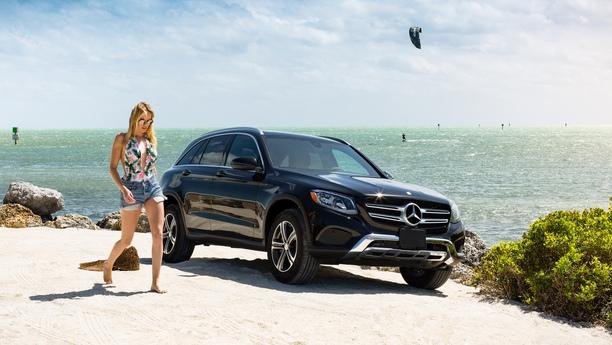 woman car sea summer2