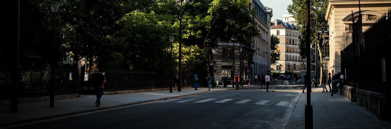 city header france street