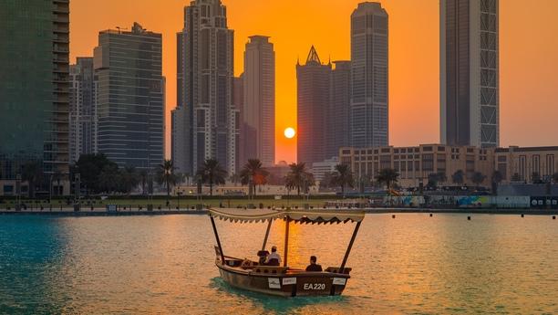 Coche de alquiler en Dubái para moverse con total libertad