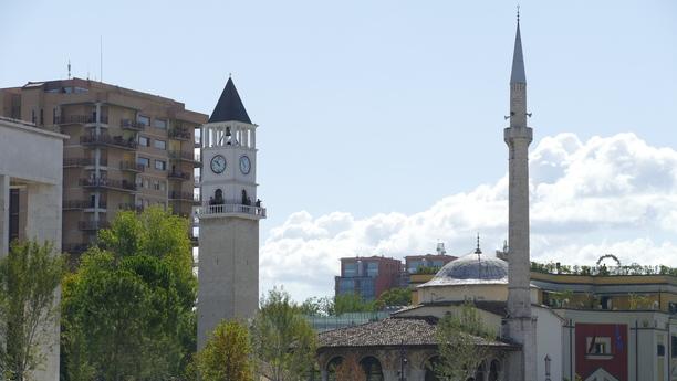 Profitez d'un véhicule de location Sixt pour découvrir la région de Tirana