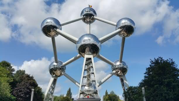 Am Hilton Grand Place in Brüssel einen Mietwagen leihen