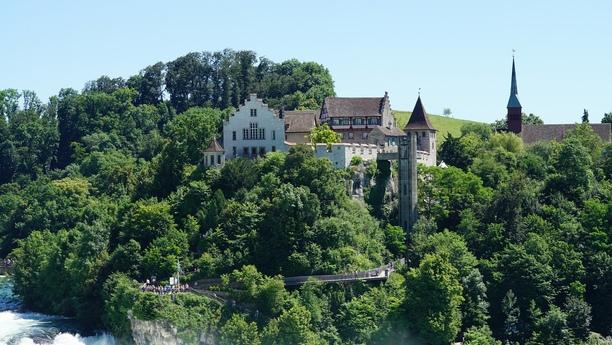 Louer une voiture pour visiter Neuhausen am Rheinfall et ses environs