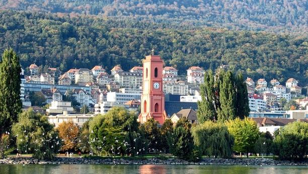Profitez d'un véhicule de location pour découvrir la région de Neuchâtel avec Sixt