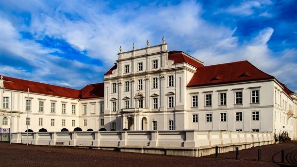 Explore Brandeburgo desde nuestra oficina de alquiler de coches en Oranienburg