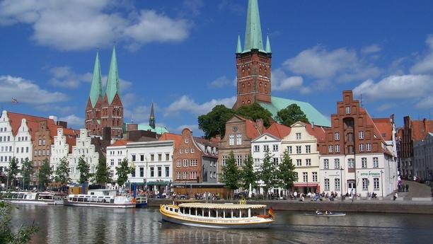Location de voiture à la gare centrale de Lübeck avec Sixt
