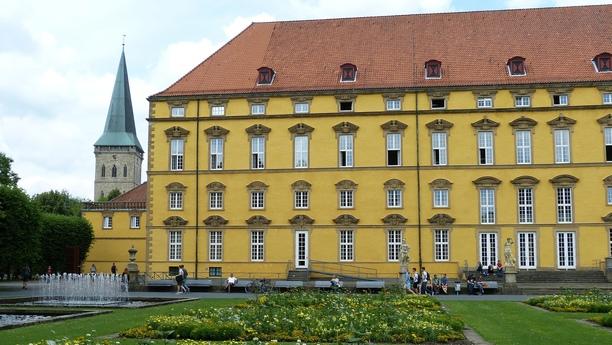 Escoja su coche de alquiler en Estación Central de Osnabrück y recorra la ciudad con Sixt