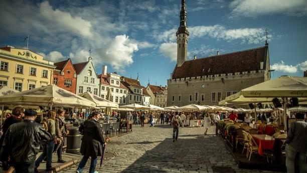 Viaje con Sixt y su moderno servicio de alquiler de coches en Tallinn Swissotel