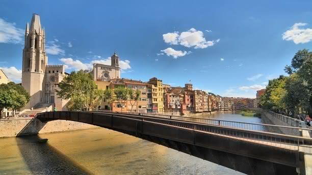 Aproveche nuestro servicio de alquiler de coches y furgonetas en el Aeropuerto de Girona