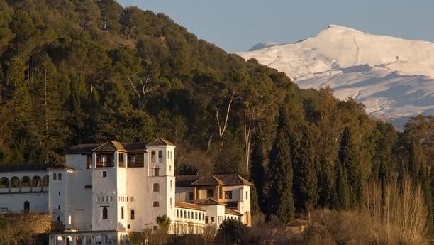 Herzlich willkommen bei der Sixt Autovermietung in Granada