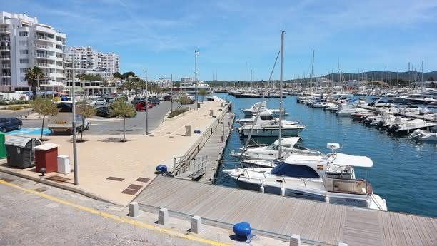 Alquiler de coches en el puerto de Ibiza