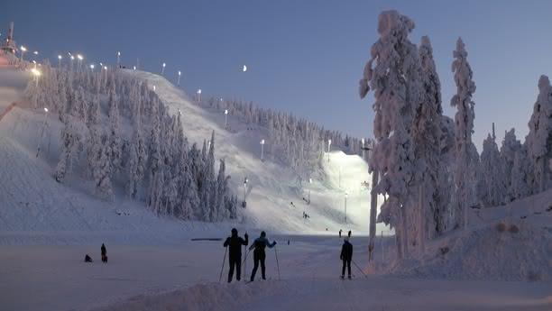 Solicite un coche de alquiler en Kuusamo y viaje cómodamente por esta mágica región