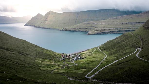 Mit einem Mietwagen die Faröer Inseln befahren