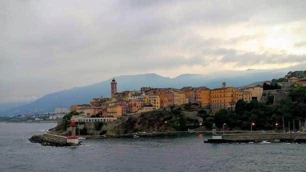 Erkunden Sie die Hafenstadt Bastia auf Korsika!