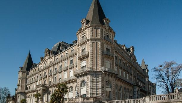 Un coche de alquiler en Pau le ofrecerá unas gratas vacaciones de playa y montaña