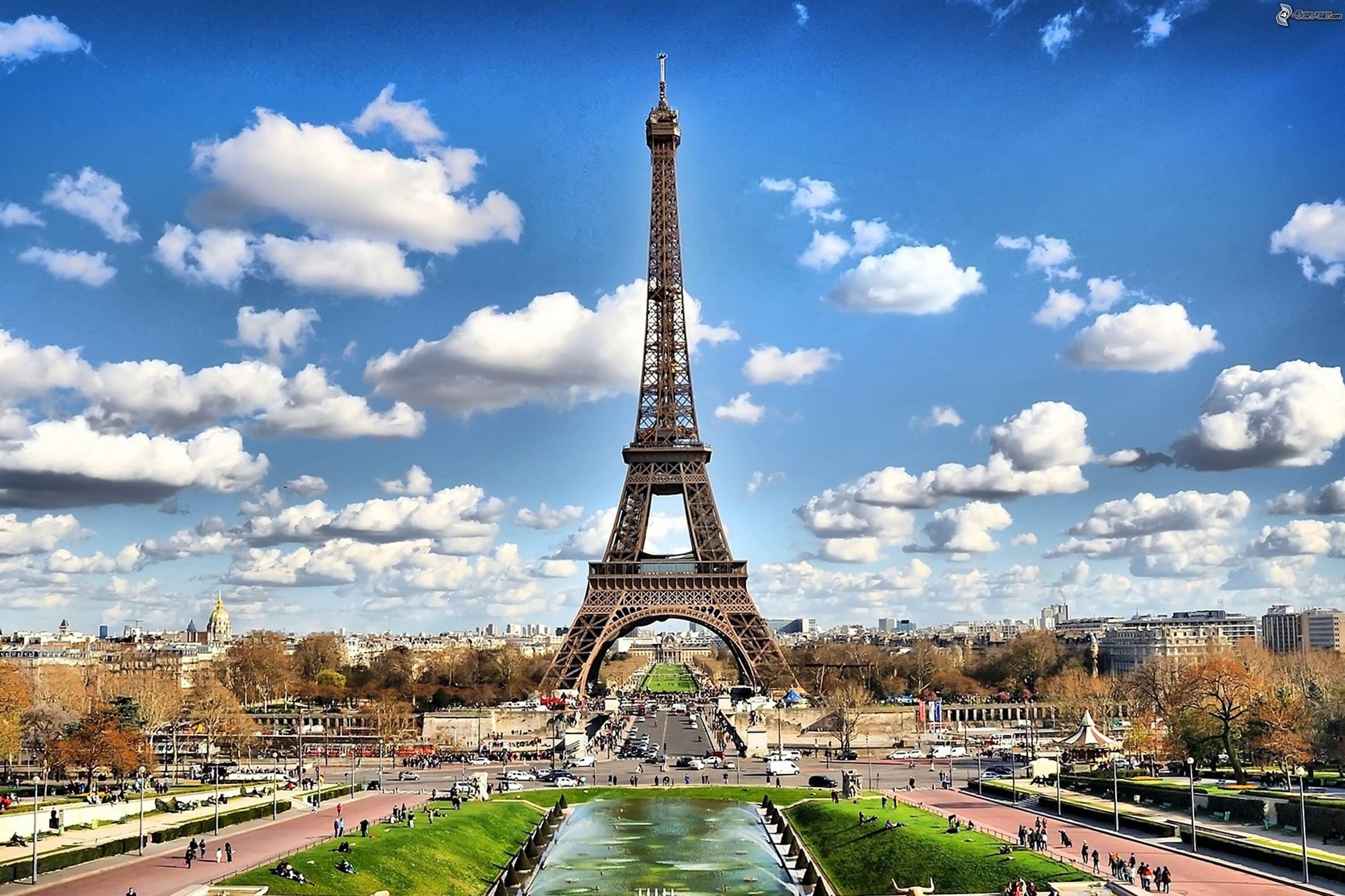 Mit dem Mietwagen Paris, die Hauptstadt der Lebenslust, geniessen