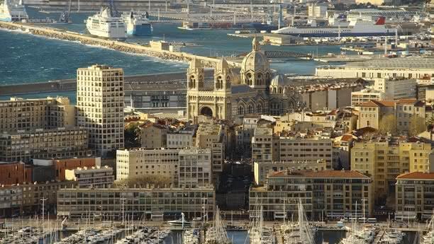 Reserve un coche de alquiler en Marsella Prado y explore el sur de Francia con SIXT