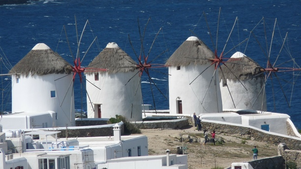 What to see in Mykonos with your rented car