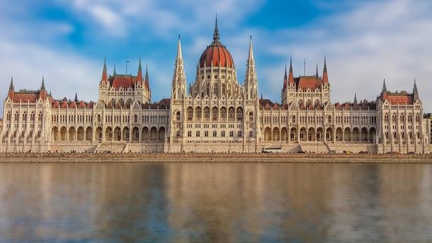 Location de voiture à Budapest/basilique St-Étienne - Sixt
