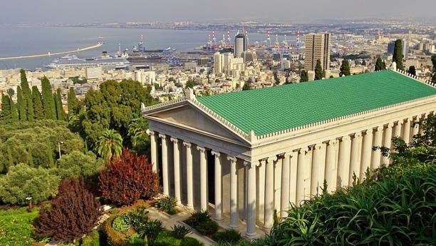 Tres zonas bien diferenciadas, en las que se moverá a gusto conduciendo su coche de alquiler en Haifa