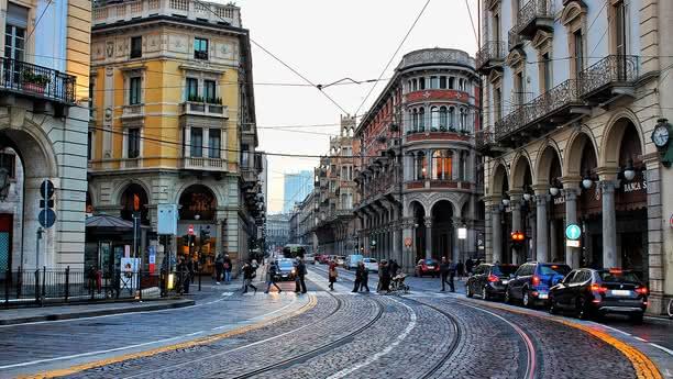 Louez une voiture à la Gare centrale de Turin avec Sixt