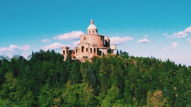 Explore Bolonia y Emilia-Romaña con Sixt rent a car