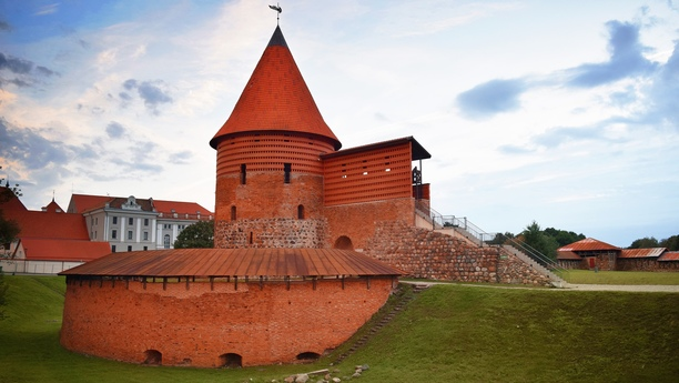 Elija nuestro servicio de alquiler de coches en Kaunas para viajar con comodidad