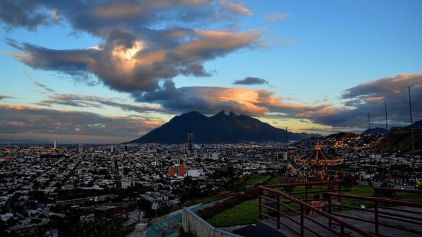 Möchten Sie ein Auto am Monterrey Flughafen mieten? - Herzlich Willkommen