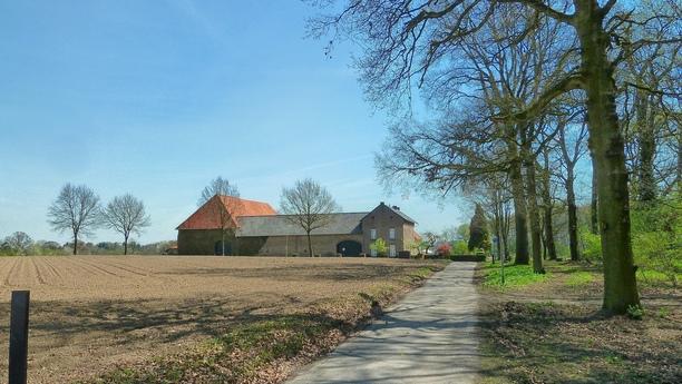 Descubra la Holanda cosmopolita con nuestro servicio de alquiler de autos en Limburgo Nl