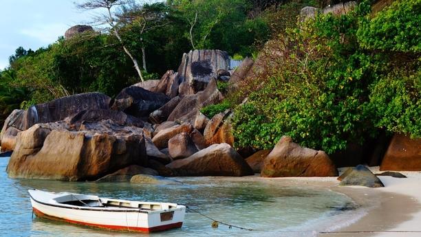 Ein Sixt Auto auf Mahe in Port Victoria auf den Seychellen mieten