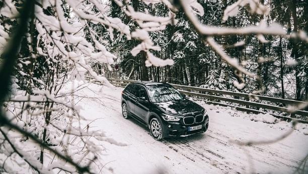 Mit einem Mietwagen in Åre sind Sie im Sommer wie im Winter mobil
