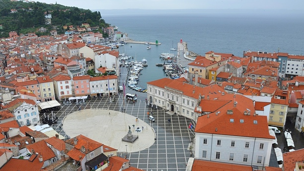 Reserve un coche de alquiler en Secovlje y viaje sin límites por Eslovenia