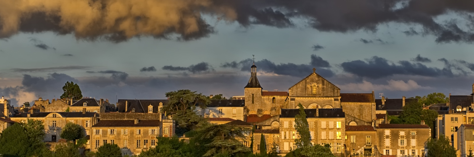 poitiers city header